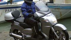 In sella a Aprilia Scarabeo 500 - Immagine: 1