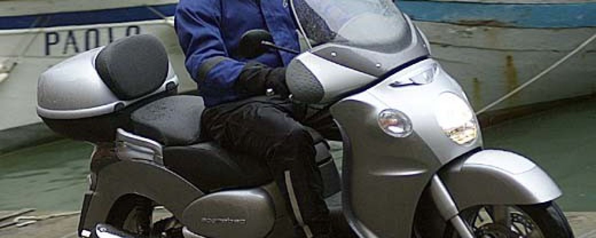 In sella a Aprilia Scarabeo 500