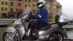 In sella a Aprilia Scarabeo 500 - Immagine: 23