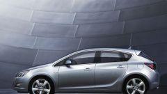 Nuova Opel Astra 2010, le prime foto - Immagine: 2