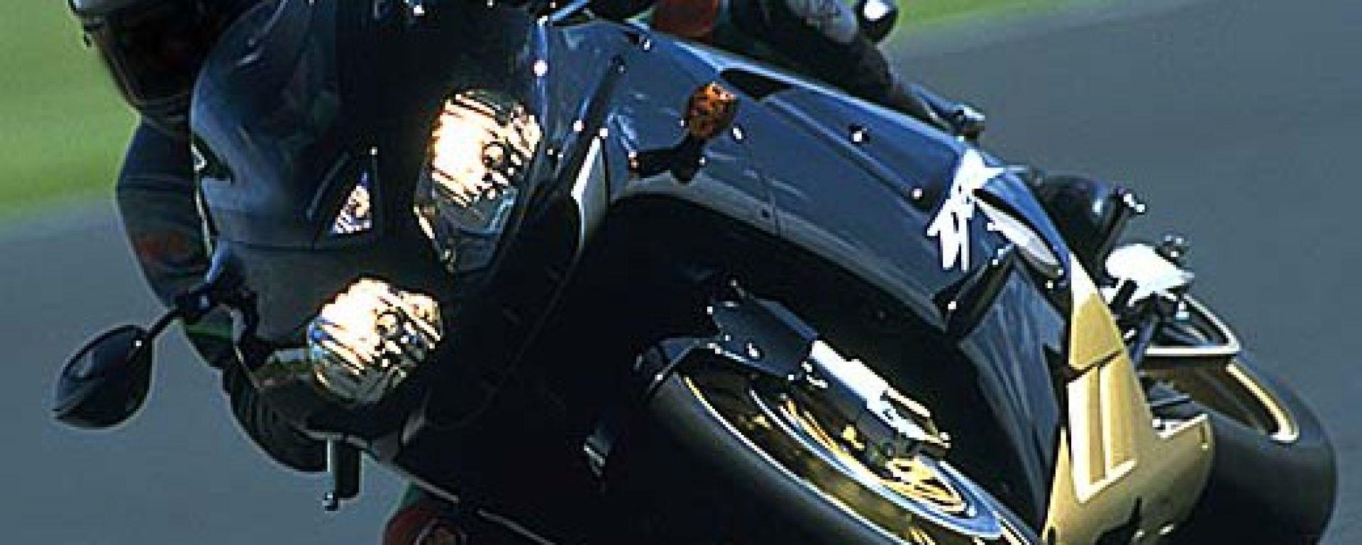 In pista con la Kawasaki ZX-12 R 2002