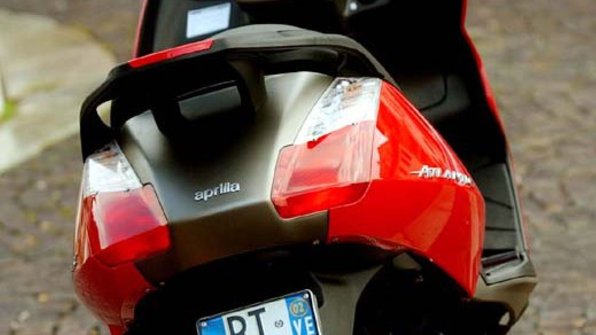 Immagine 1: In sella a: Aprilia Atlantic 125-200