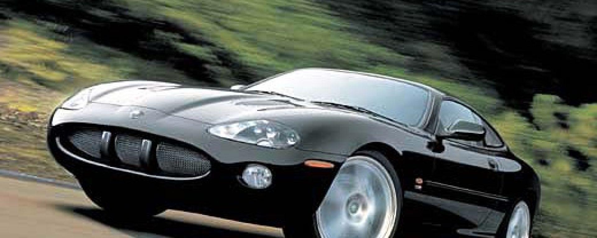Su strada con la Jaguar XK my 2003