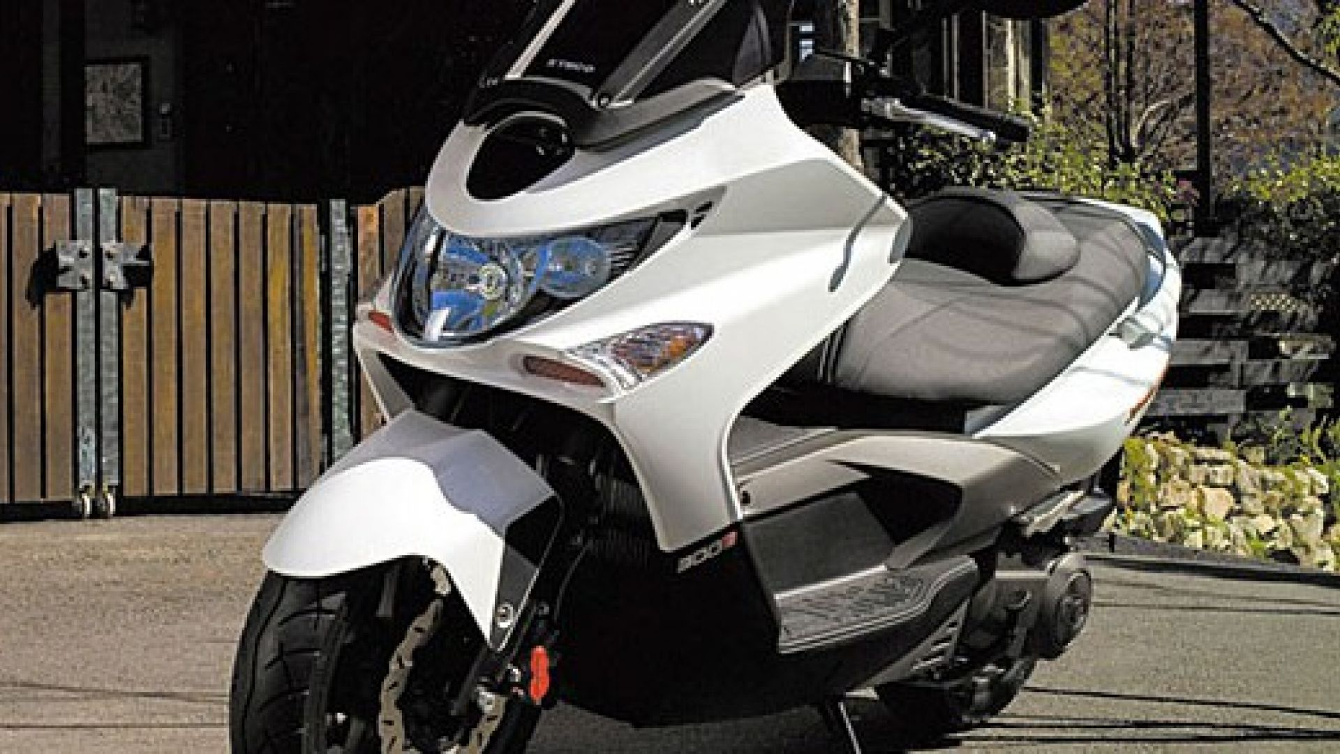 test drive: kymco xciting 300r - motorbox