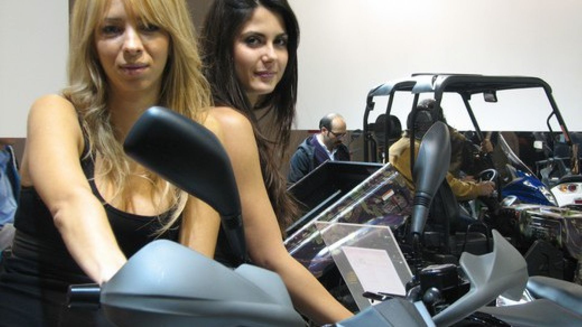 Immagine 13: Le ragazze degli stand