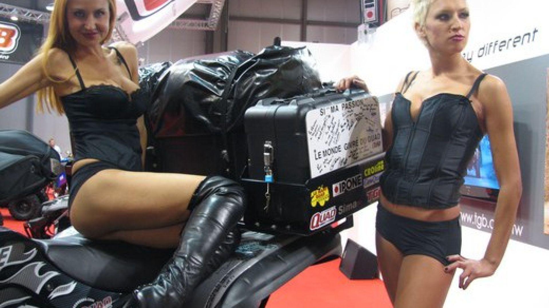 Immagine 36: Le ragazze degli stand
