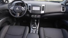 Mitsubishi Outlander 2010 2.2 DiD TC-SST - Immagine: 17
