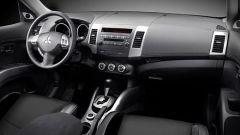 Mitsubishi Outlander 2010 2.2 DiD TC-SST - Immagine: 8