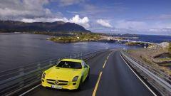 La Mercedes SLS AMG E-Cell in 67 nuovi scatti... - Immagine: 36