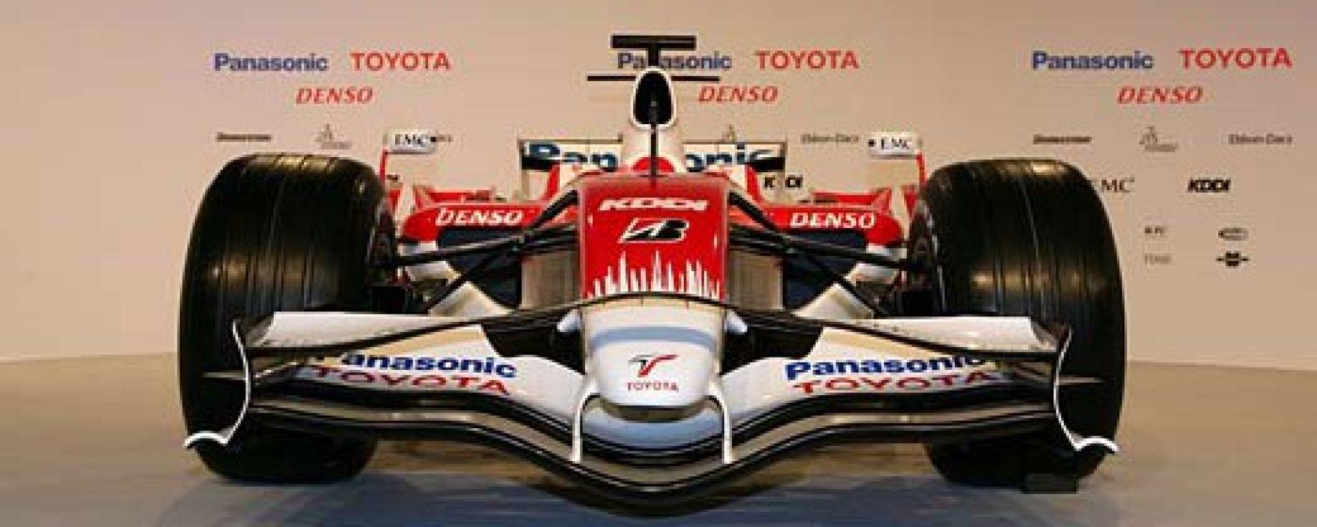 la Toyota TF108 in formato gigante