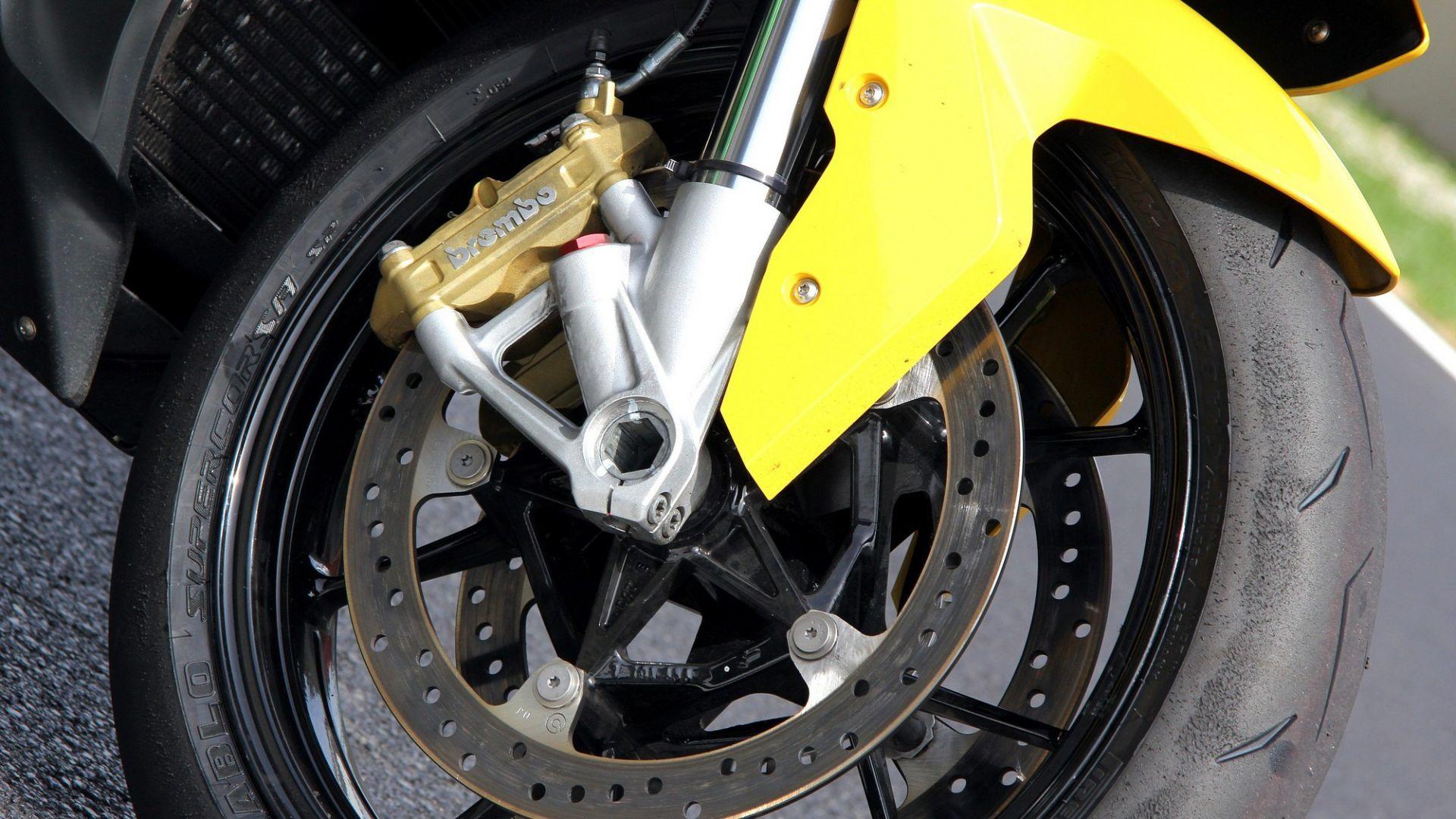 Immagine 39: Al Mugello con le 1000 Superbike 2011