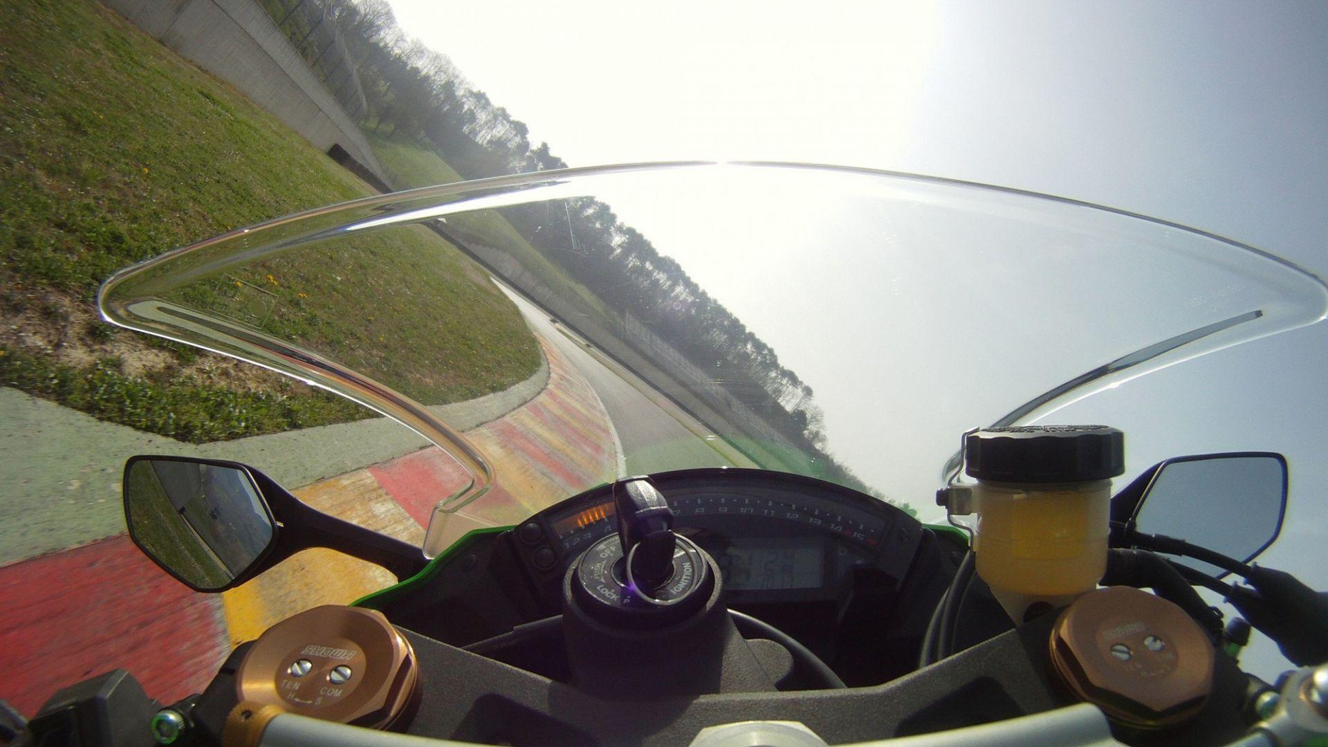 Immagine 31: Al Mugello con le 1000 Superbike 2011