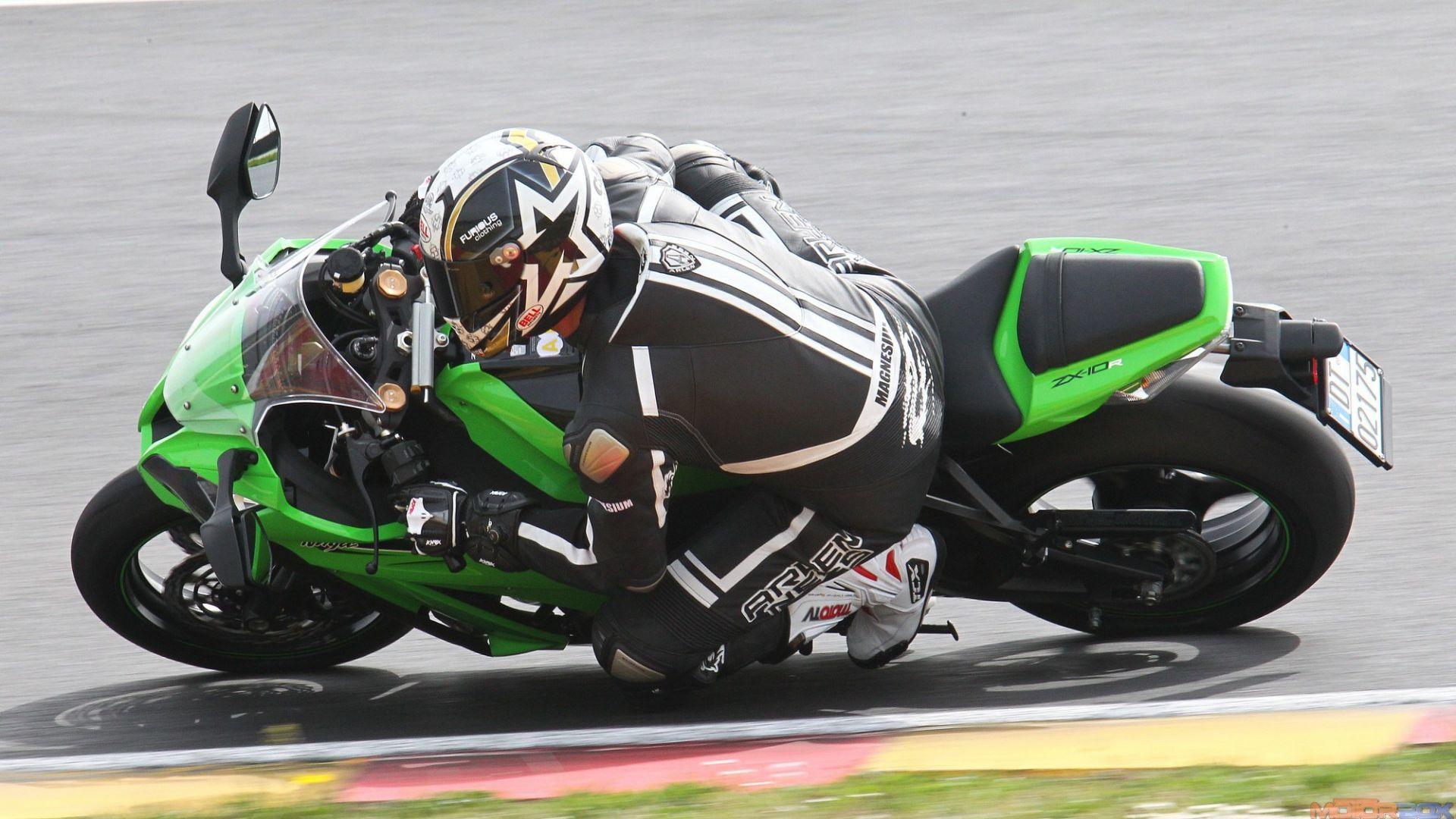 Immagine 33: Al Mugello con le 1000 Superbike 2011