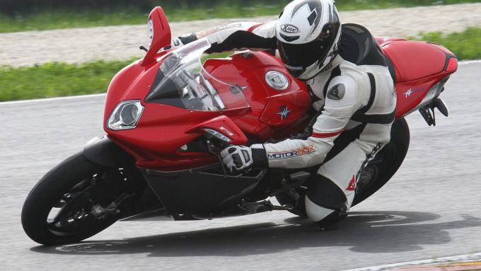 Immagine 27: Al Mugello con le 1000 Superbike 2011