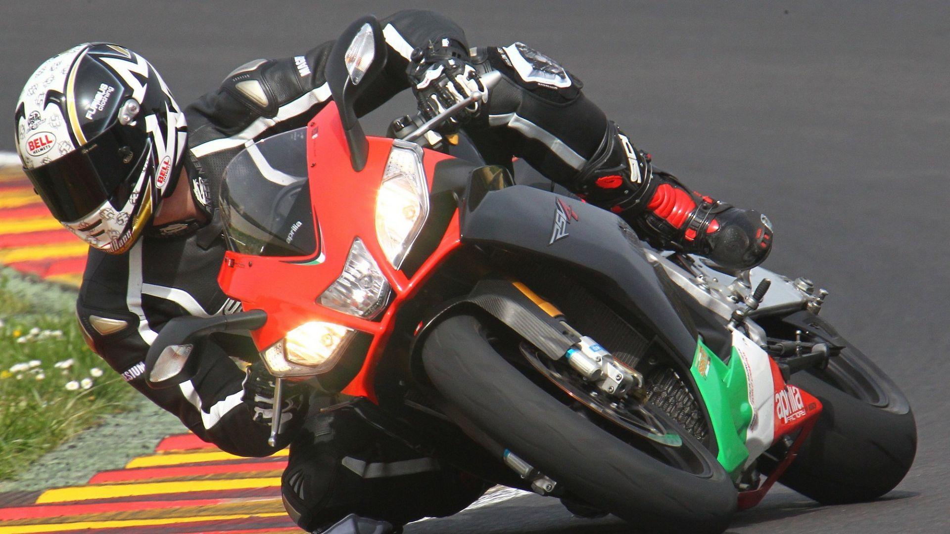 Immagine 12: Al Mugello con le 1000 Superbike 2011