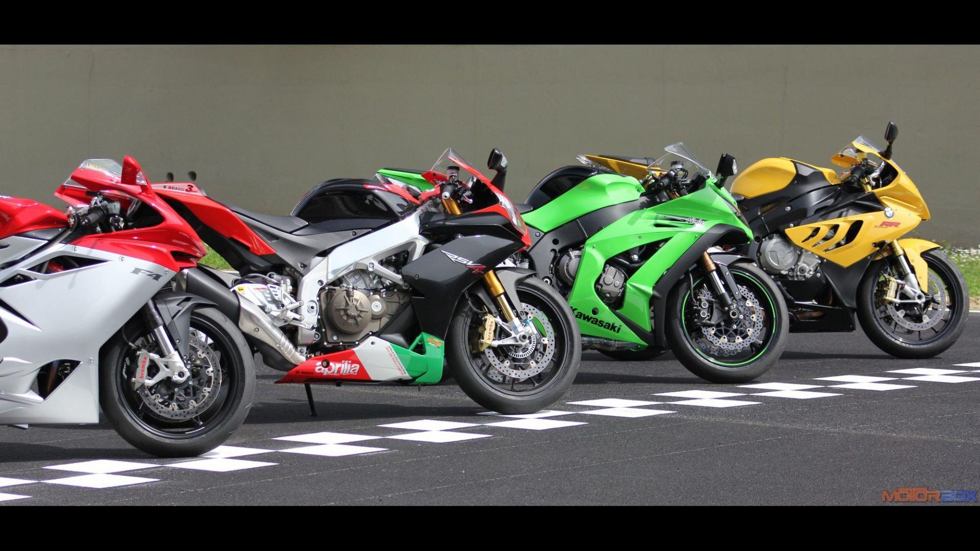 Immagine 1: Al Mugello con le 1000 Superbike 2011