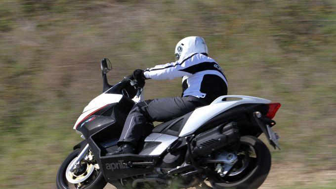 Immagine 11: Aprilia SRV 850, ora anche in video