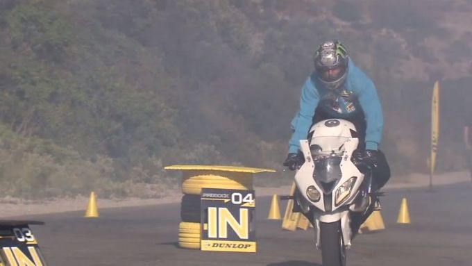 Immagine 13: BMW S1000RR in drift, il video