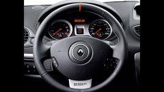 Renault Clio F1 Team R27 - Immagine: 33