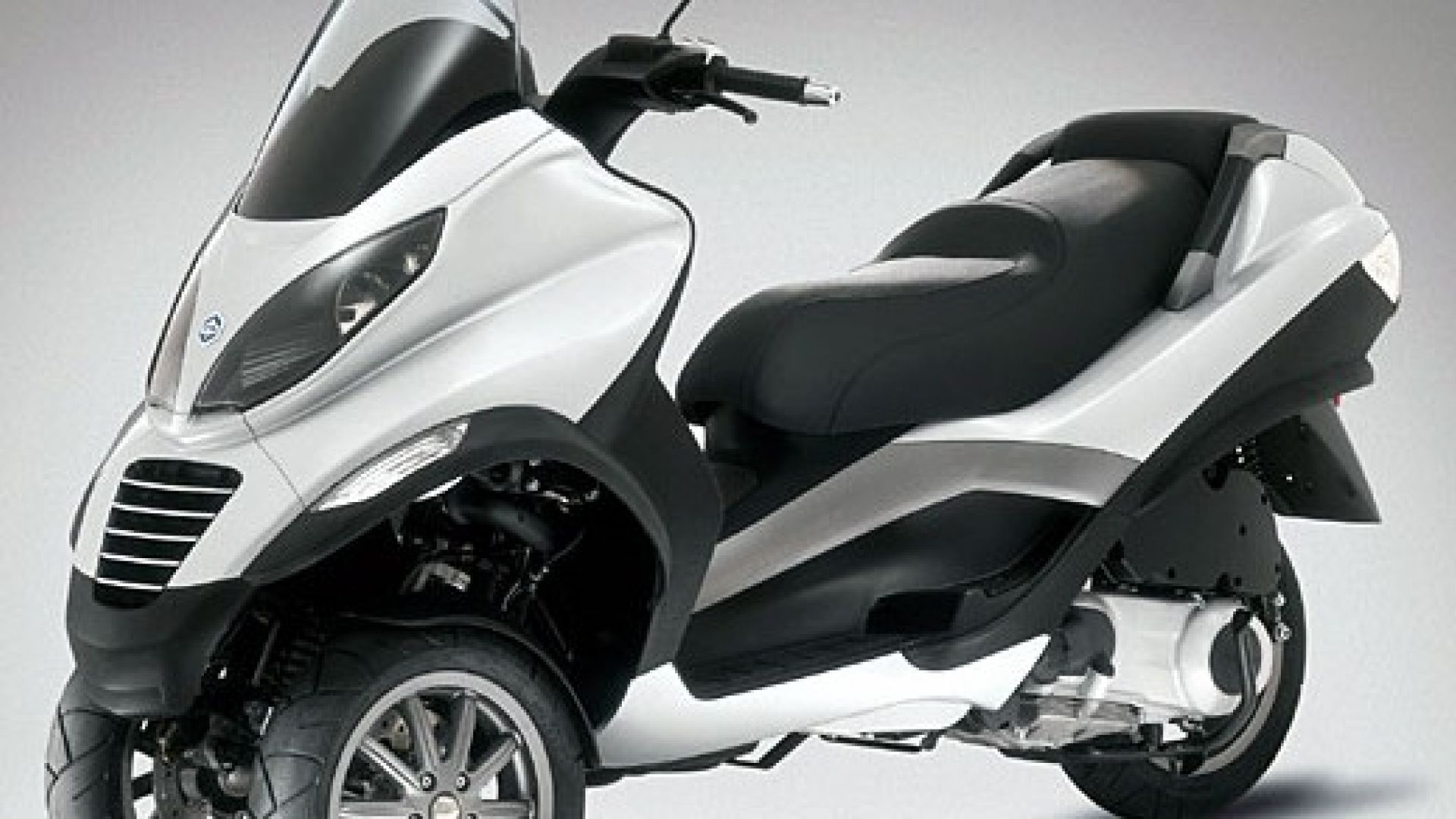 Immagine 1: Piaggio MP3, lo scooter con tre ruote