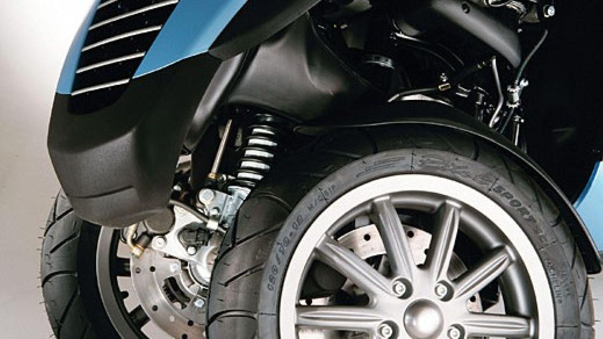 Immagine 7: Piaggio MP3, lo scooter con tre ruote