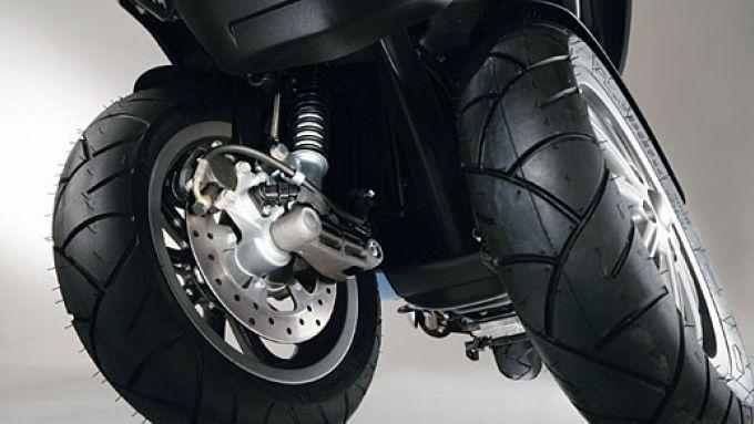 Immagine 8: Piaggio MP3, lo scooter con tre ruote