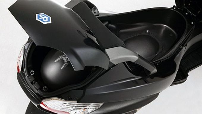 Immagine 12: Piaggio MP3, lo scooter con tre ruote