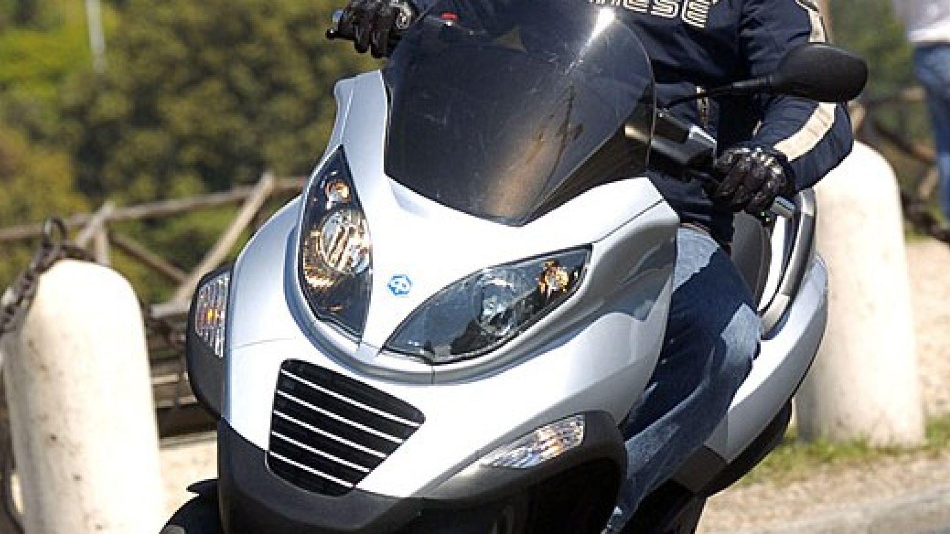 Immagine 27: Piaggio MP3, lo scooter con tre ruote