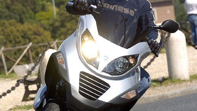 Immagine 28: Piaggio MP3, lo scooter con tre ruote