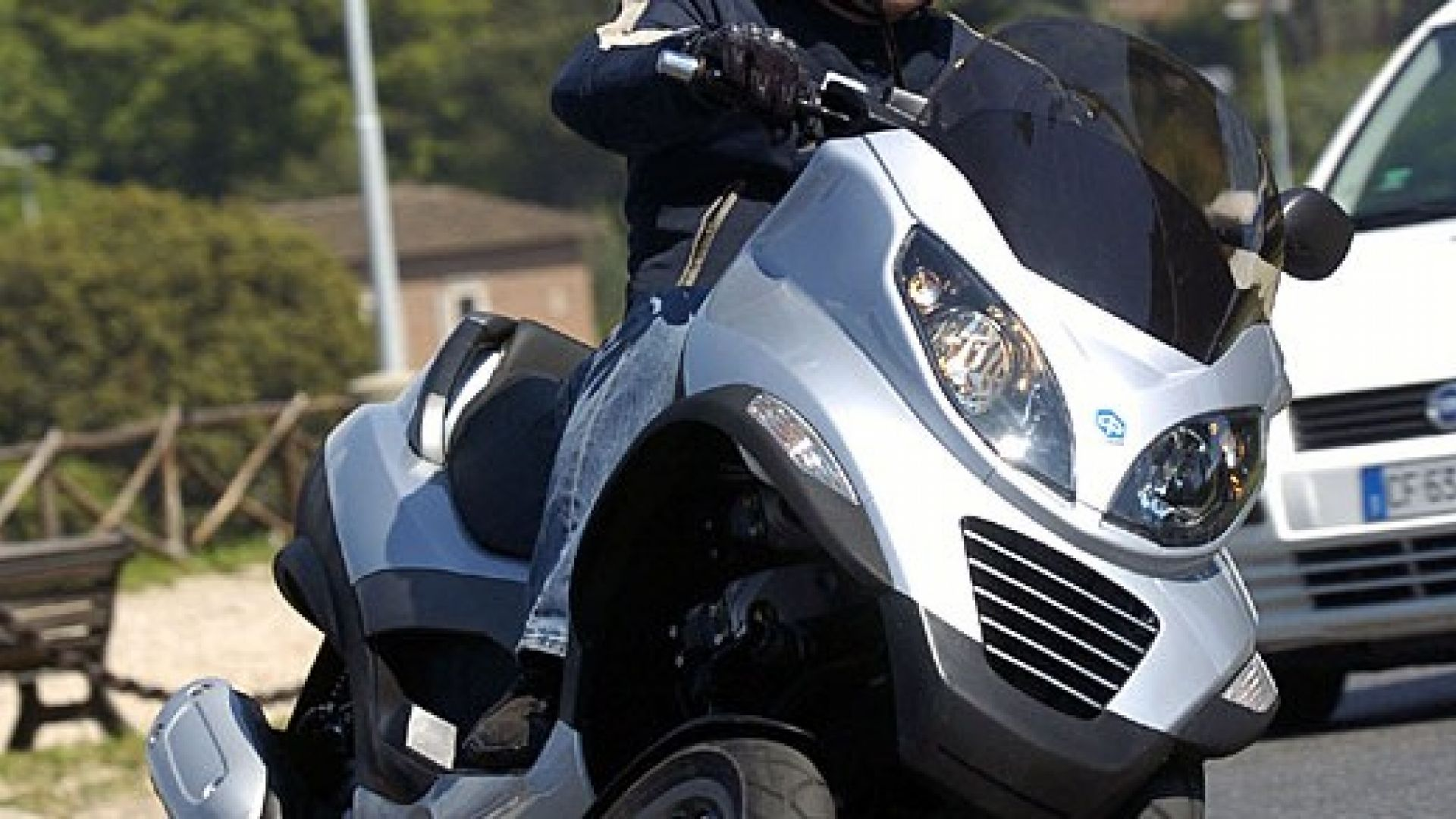 Immagine 29: Piaggio MP3, lo scooter con tre ruote