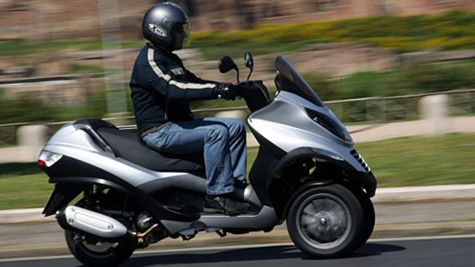 Immagine 30: Piaggio MP3, lo scooter con tre ruote