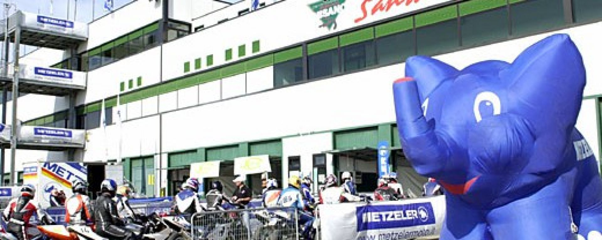 METZELER RACE DAY: elefanti in pista