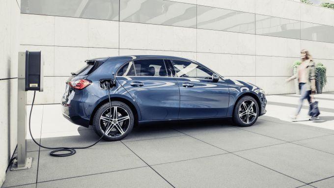 Mercedes Classe A e B, arrivano le versioni ibride plug-in