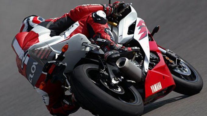 Immagine 19: Yamaha R6 2006