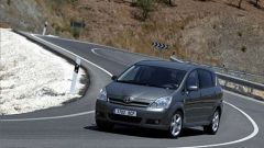Toyota Corolla Verso 2.2 D-4D e D-CAT - Immagine: 10