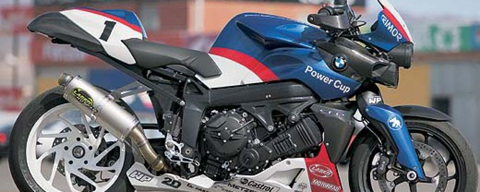 BMW: la K 1200 R si veste da pista
