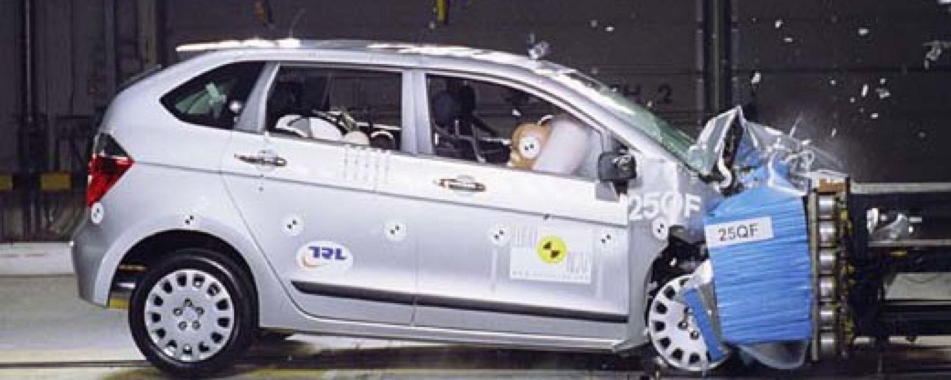 CRASH TEST: Peugeot 1007-Suzuki Swift-Honda FR-V