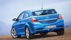 Opel Astra GTC OPC - Immagine: 3