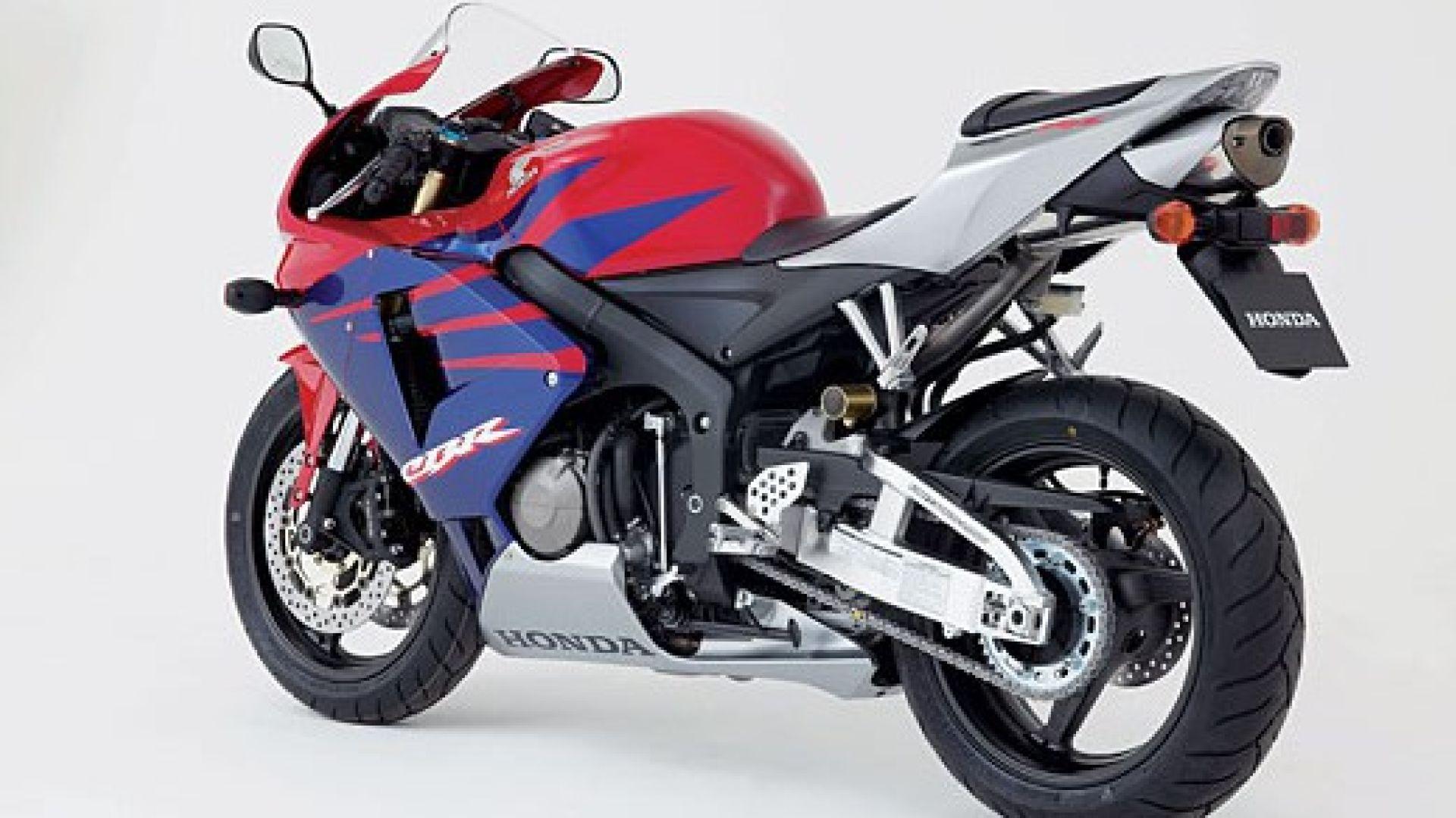 Immagine 13: Honda CBR 600 RR 2005