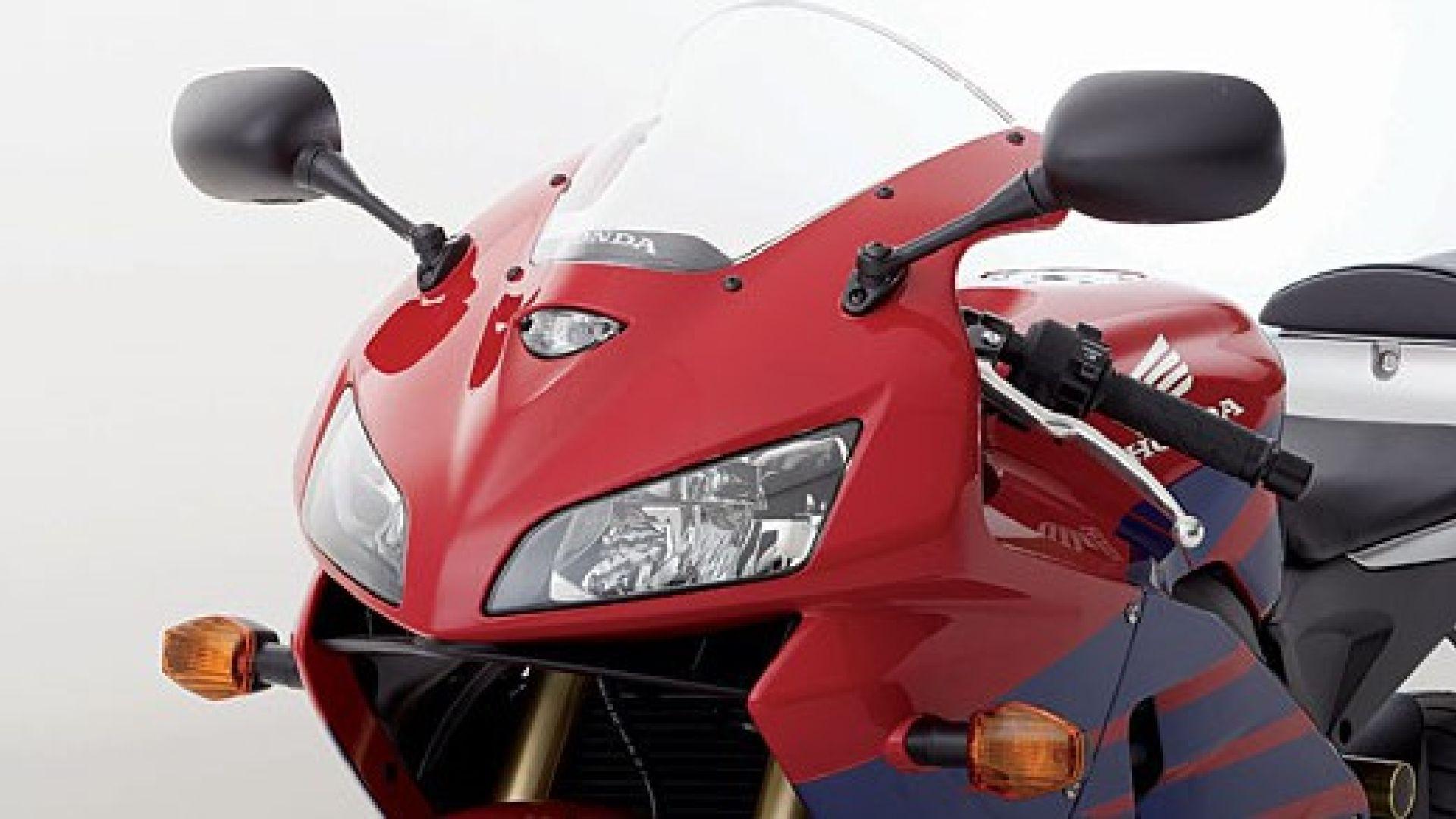 Immagine 10: Honda CBR 600 RR 2005