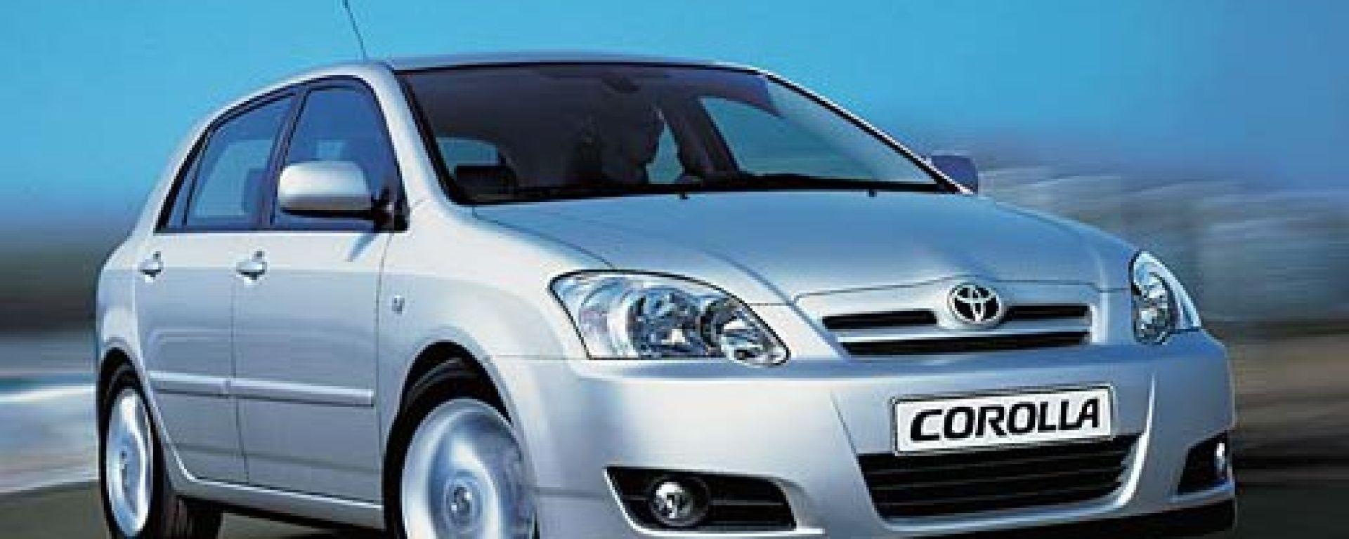 Anteprima: Toyota Corolla 2004