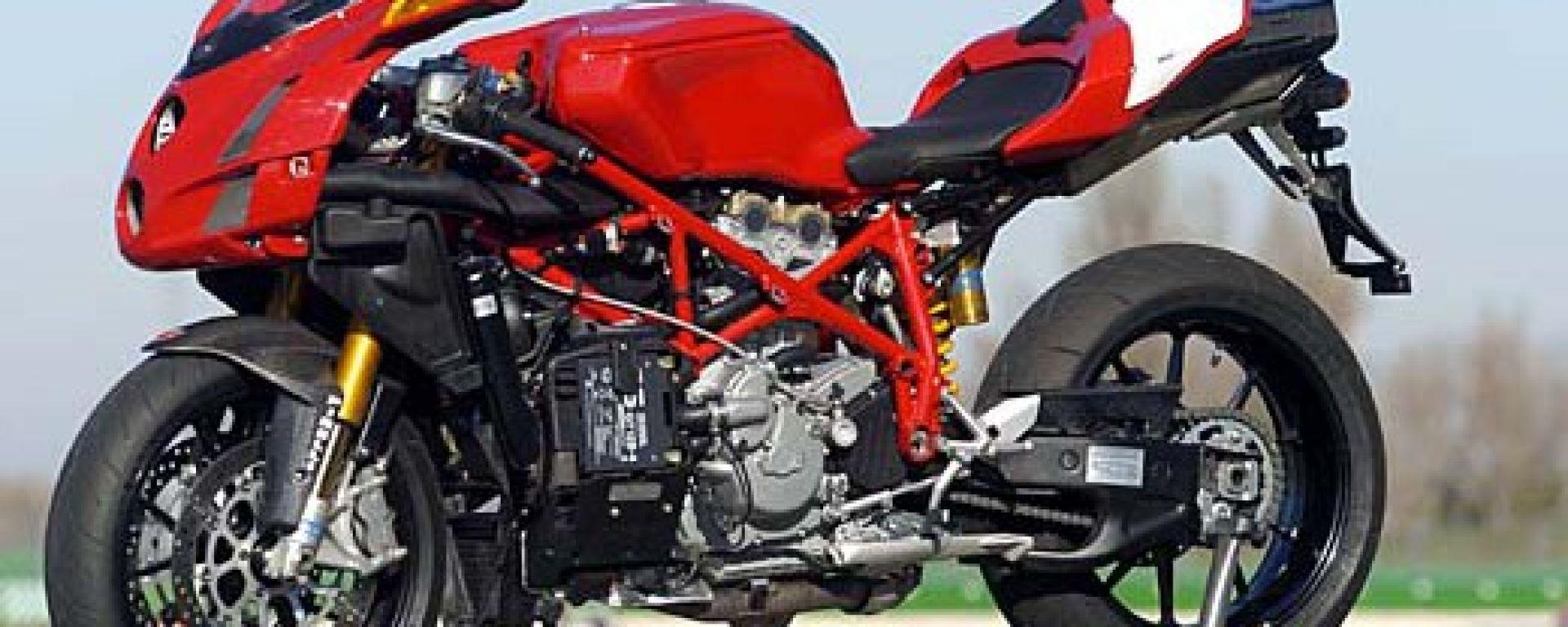 In sella a: Ducati 749R