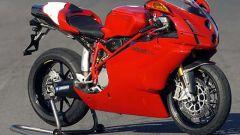 In sella a: Ducati 749R - Immagine: 17