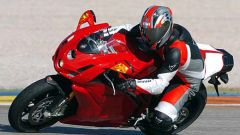 In sella a: Ducati 749R - Immagine: 12
