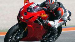 In sella a: Ducati 749R - Immagine: 2