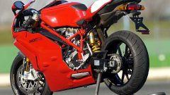 In sella a: Ducati 749R - Immagine: 6