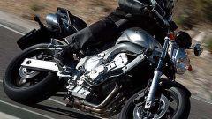 In sella a: Yamaha FZ6 - Immagine: 1