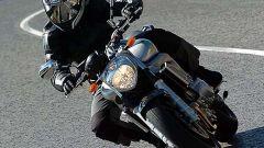 In sella a: Yamaha FZ6 - Immagine: 27