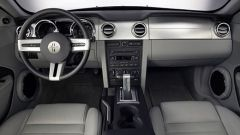 Anteprima: Ford Mustang 2005 - Immagine: 8