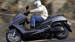 In sella a: Yamaha Majesty 400 - Immagine: 1